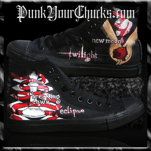 Twilight 匡威 Sneakers painted 由 www.punkyourchucks.com artist MAG