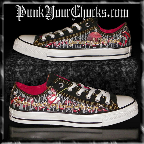 Twilight Converse Sneakers painted سے طرف کی www.punkyourchucks.com artist MAG
