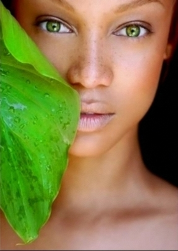 tyra banks wallpaper with a red cabbage titled Tyra beauty shoot