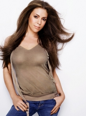 Alyssa Milano wallpaper probably containing a top and a playsuit entitled Alyssa Milano