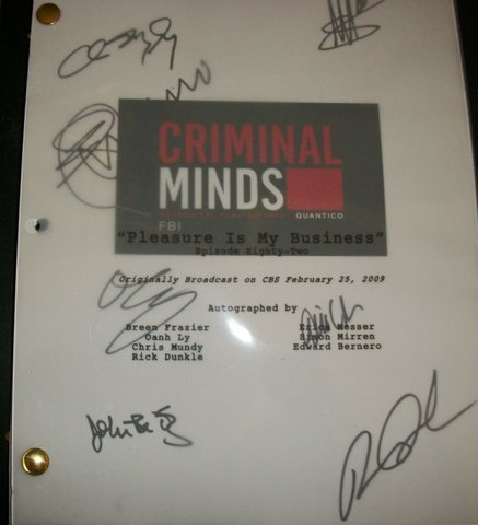 Esprits Criminels fond d'écran probably containing a sign called Cast Autographed Script