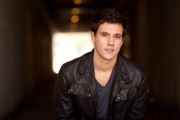 when i look at you¡¡¡ i feel...love? i think yes,because i love you... TU Y NICK (romantica-con solo algo de drama) - Página 3 Drew-drew-roy-8731775-600-399