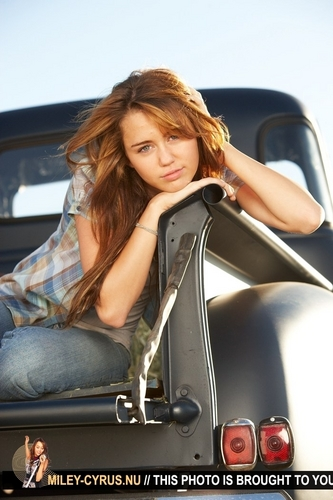 Miley Cyrus Hintergrund containing an automobile titled Hannah Montana The Movie: Promo Photoshoot Set 1