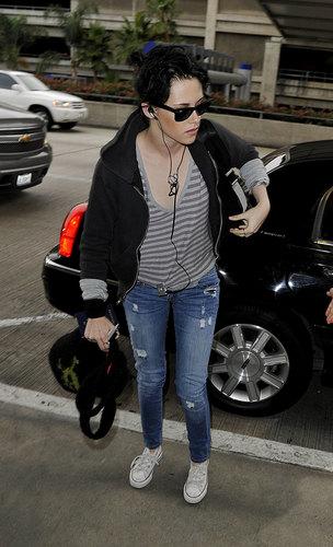 Kristen Stewart Jets Off