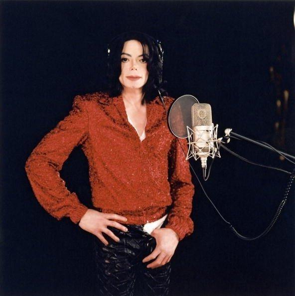 New Story: 2000 Watts MJ-michael-jackson-8708398-592-594