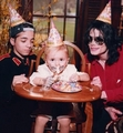 Michael and  kids - michael-jackson photo