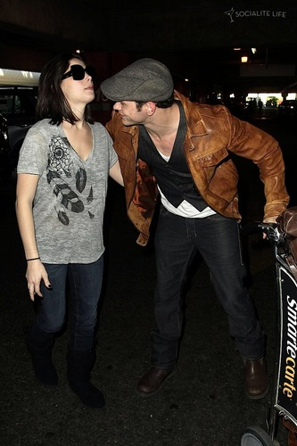 Kellan Lutz&Ashley Greene leave Vancouver