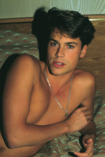 Rob Lowe kertas dinding probably with a hot tub and skin titled Rob Lowe