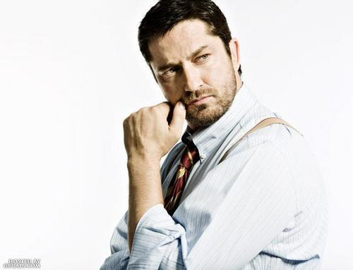 Gerard Butler wallpaper probably containing a business suit titled Rock N Rolla photoshoot
