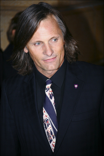 Viggo Mortensen Hintergrund containing a business suit, a suit, and a two piece entitled VIGGO MORTENSEN
