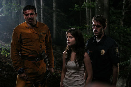 Film horror wallpaper containing a green beret, affatica, fatiche, tenuta da combattimento, and vestito da battaglia titled Wrong Turn 3: Left for Dead