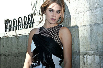 http://images2.fanpop.com/image/photos/8700000/nikki-reed-photo-shoot-twilight-series-8730459-403-267.jpg