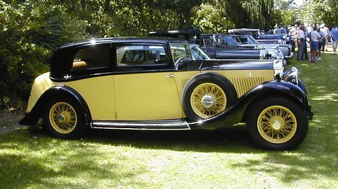 A Yellow Rolls Royce For Clint and Sylvie's 날짜 !