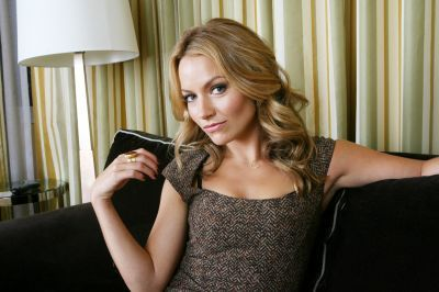 Becki Newton 壁纸 probably containing a 鸡尾酒 dress, a top, and a playsuit, 戏剧, 防寒 called Becki Newton