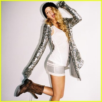 Gossip Girl wallpaper called Blake Lively Covers 'Nylon' November 2009