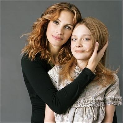 http://images2.fanpop.com/image/photos/8800000/Brigitte-Lacombe-Photoshoot-dakota-fanning-8892707-396-399.jpg