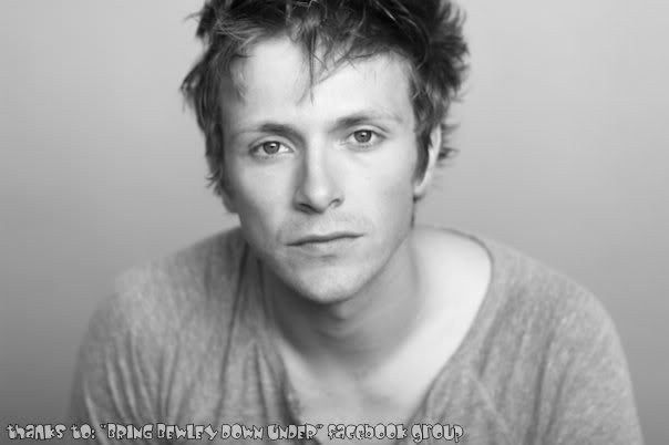 http://images2.fanpop.com/image/photos/8800000/Charlie-charlie-bewley-8820302-604-402.jpg
