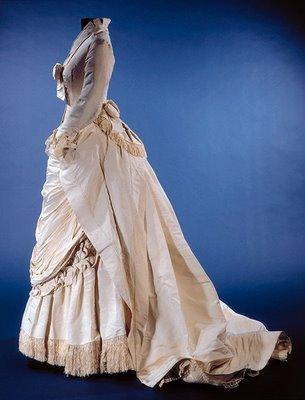 মাস্ককুরেড দেওয়ালপত্র entitled Dresses