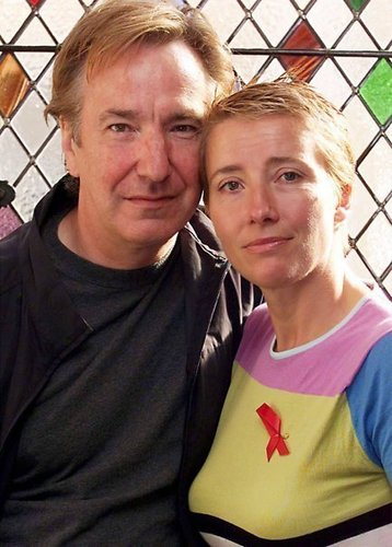 Emma Thompson wallpaper with a chainlink fence called Emma & Alan