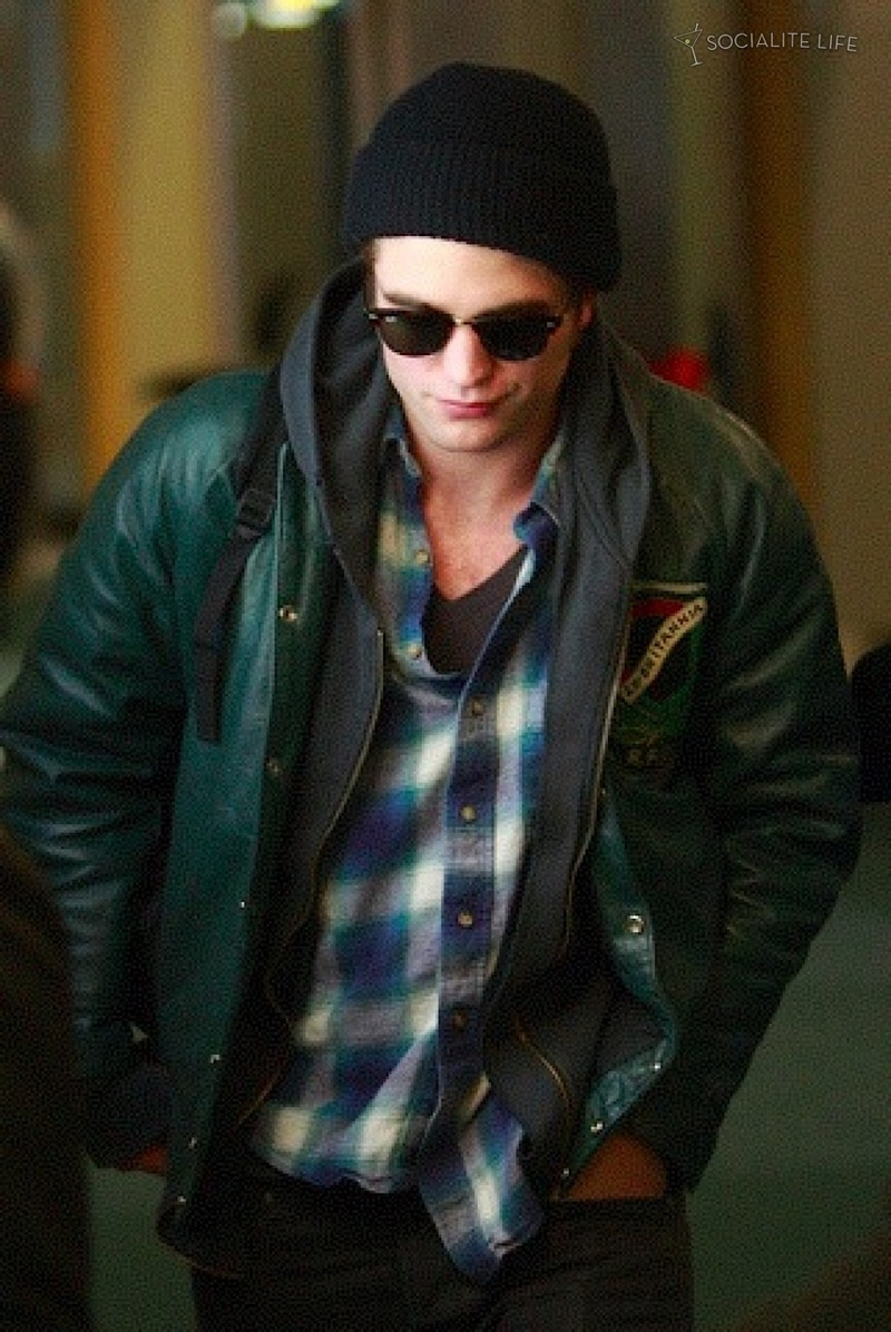 Even più of ROBERT PATTINSON & KRISTEN STEWART LEAVING VANCOUVER - 10/29/09