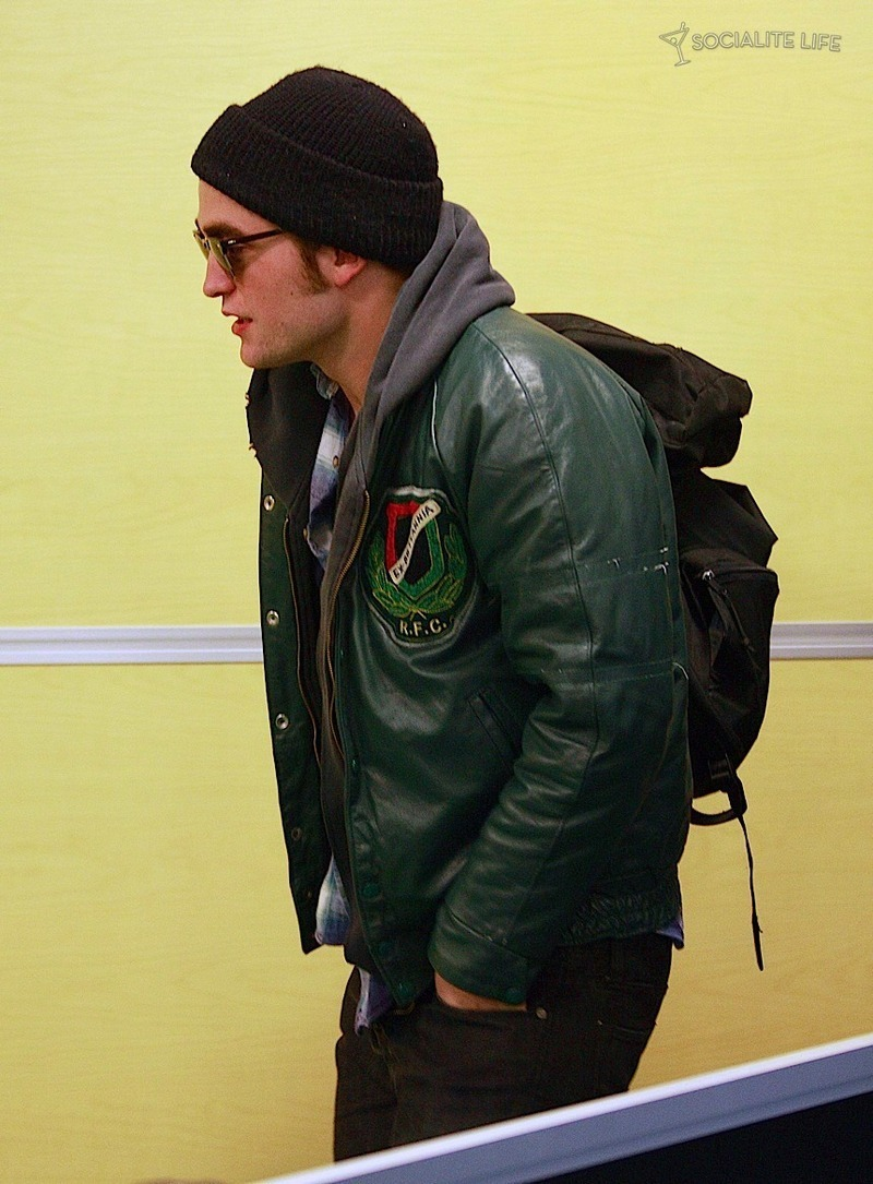 Even madami of ROBERT PATTINSON & KRISTEN STEWART LEAVING VANCOUVER - 10/29/09