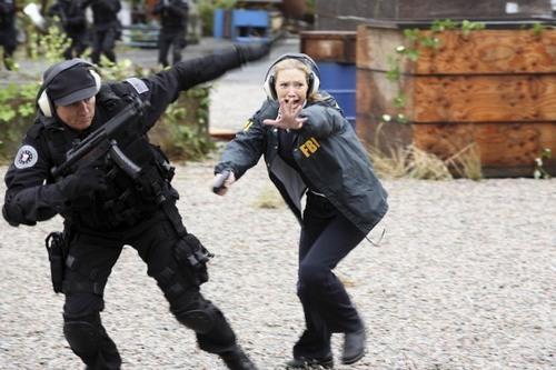Fringe - Episode 2.07 - Of Human Action - Promotional 照片