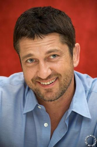 G.B - gerard-butler Photo