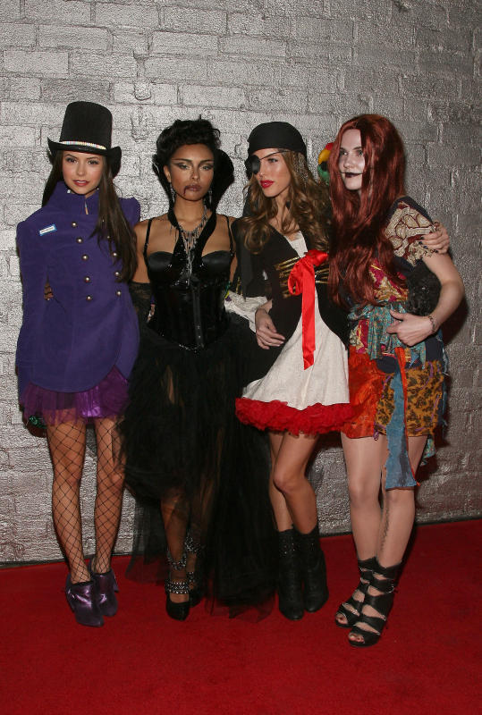 http://images2.fanpop.com/image/photos/8800000/Heidi-Klum-s-10th-Annual-Halloween-Party-the-vampire-diaries-tv-show-8889364-539-800.jpg