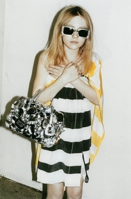 http://images2.fanpop.com/image/photos/8800000/Juergen-Teller-Marc-Jacobs-Photoshoot-dakota-fanning-8892781-264-399.jpg