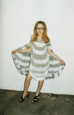 http://images2.fanpop.com/image/photos/8800000/Juergen-Teller-Marc-Jacobs-Photoshoot-dakota-fanning-8892783-258-399.jpg