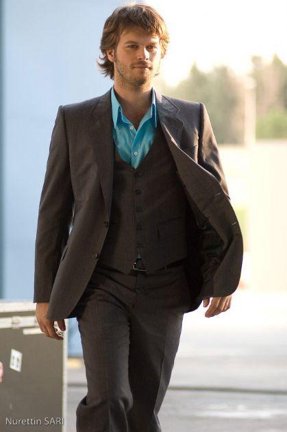 ازياء الممثل التركي كيفانج تاتليتوج