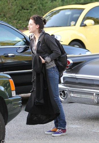 Kristen arriving at Home today
