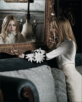 http://images2.fanpop.com/image/photos/8800000/Mark-Segal-Photoshoot-dakota-fanning-8893831-324-399.jpg