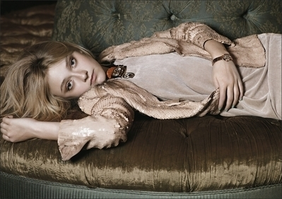 http://images2.fanpop.com/image/photos/8800000/Mark-Segal-Photoshoot-dakota-fanning-8893833-399-281.jpg