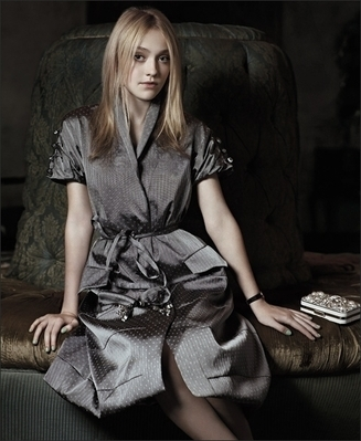 http://images2.fanpop.com/image/photos/8800000/Mark-Segal-Photoshoot-dakota-fanning-8893836-327-399.jpg