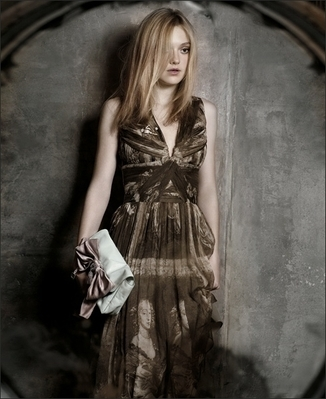 http://images2.fanpop.com/image/photos/8800000/Mark-Segal-Photoshoot-dakota-fanning-8893839-326-399.jpg