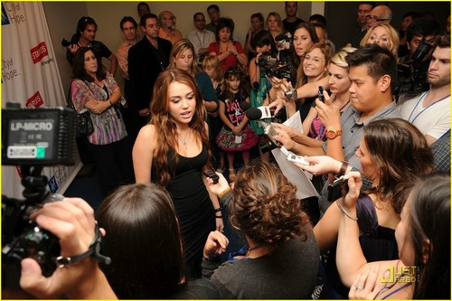 Miley @ Concert for Hope