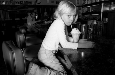 http://images2.fanpop.com/image/photos/8800000/Pamela-Littky-Photoshoot-dakota-fanning-8892175-400-261.jpg