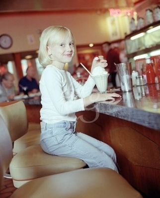 http://images2.fanpop.com/image/photos/8800000/Pamela-Littky-Photoshoot-dakota-fanning-8892181-322-399.jpg
