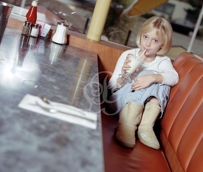 http://images2.fanpop.com/image/photos/8800000/Pamela-Littky-Photoshoot-dakota-fanning-8892182-399-337.jpg