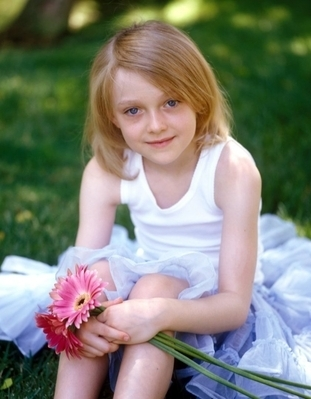 http://images2.fanpop.com/image/photos/8800000/Pamela-Littky-Photoshoot-dakota-fanning-8892423-311-399.jpg