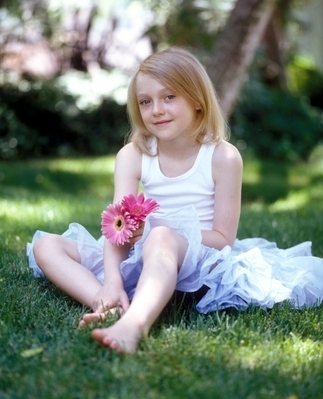 http://images2.fanpop.com/image/photos/8800000/Pamela-Littky-Photoshoot-dakota-fanning-8892425-323-399.jpg