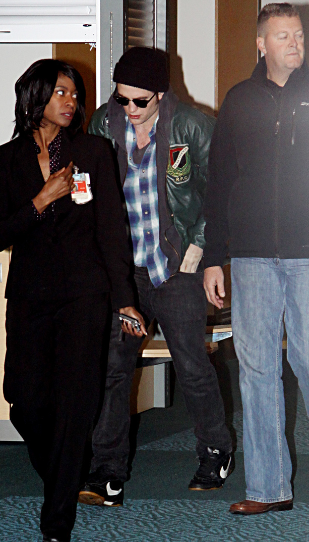 Rob and Kristen leaving Vancouver