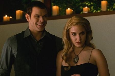 Emmett e Rosalie ao longo dos Filmes Rosalie-Emmett-New-Moon-emmett-and-rosalie-8855116-450-300