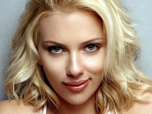 স্কারলেট জোহান্সন দেওয়ালপত্র with a portrait titled Scarlett Johansson
