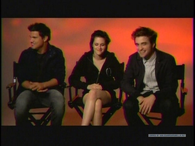 Screencaps of Robsten and taylor from the एमटीवी Ulalume Promo spot
