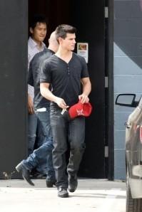 Taylor Lautner looks good lookin' bad