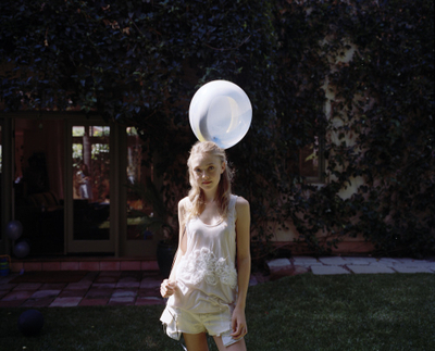 http://images2.fanpop.com/image/photos/8800000/Tierney-Gearon-Photoshoot-dakota-fanning-8893280-400-323.jpg