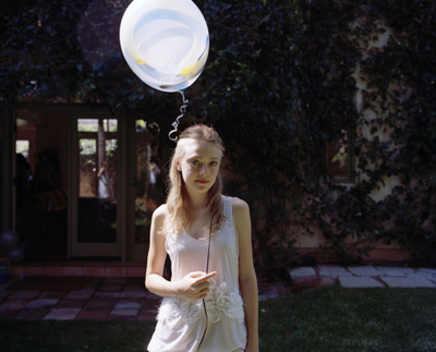 http://images2.fanpop.com/image/photos/8800000/Tierney-Gearon-Photoshoot-dakota-fanning-8893282-400-323.jpg