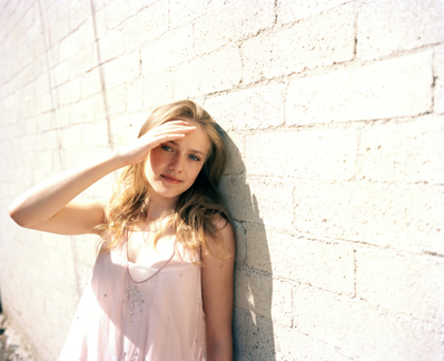 http://images2.fanpop.com/image/photos/8800000/Tierney-Gearon-Photoshoot-dakota-fanning-8893298-399-325.jpg